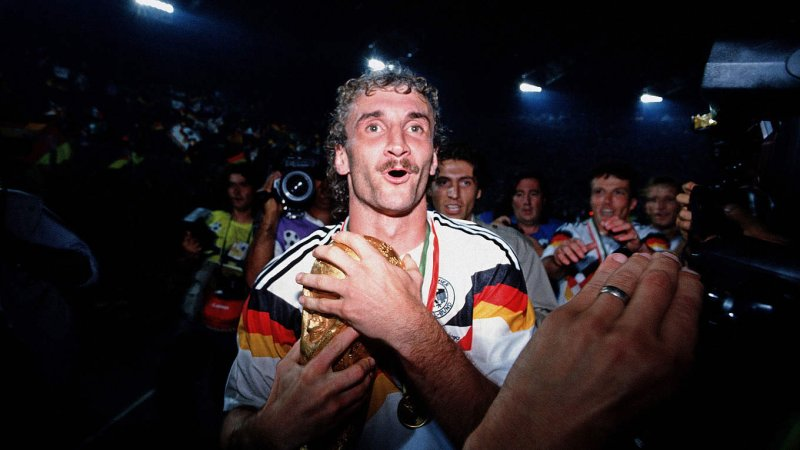 Triumph in Rom: Rudi Völler wird 1990 Weltmeister (Archivfoto: © 1990 Getty Images).