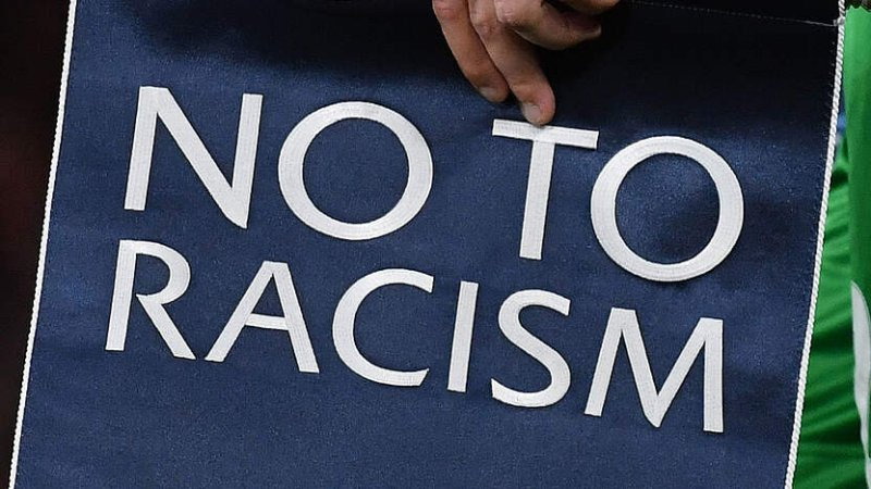 "Say ""No"" to Racism. (Symbolbild: Getty Images)"