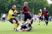 Oldie-Kicker am Ball (Foto: FVN)